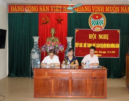 Lãnh đạo Hội Nông dân tỉnh tiếp xúc, đối thoại với cán bộ, hội viên nông dân xã Như Hòa, huyện Kim Sơn năm 2016.